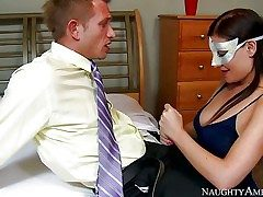 Masked Dark-haired Sovereign Syre is one on one with a
