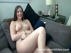 Curvy cutie gets fingerblasted and gives head